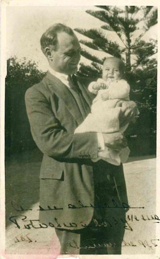Octubre 1925 - Con su padre