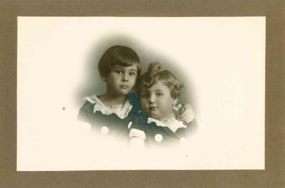1929 - Con su hermana