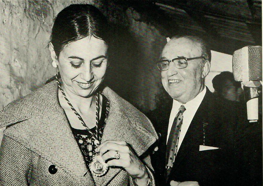 1970 - Recibe Pedrón de Ouro de manos del presidente Octavio San Martin