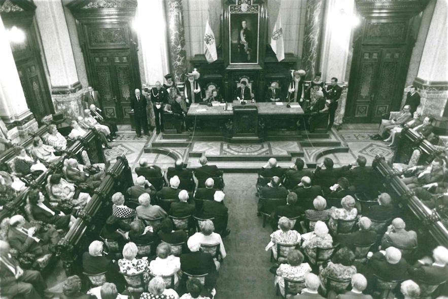 29/06/1990 - Ayuntamiento de A Coruña ingresando en el I. Jose Cornide