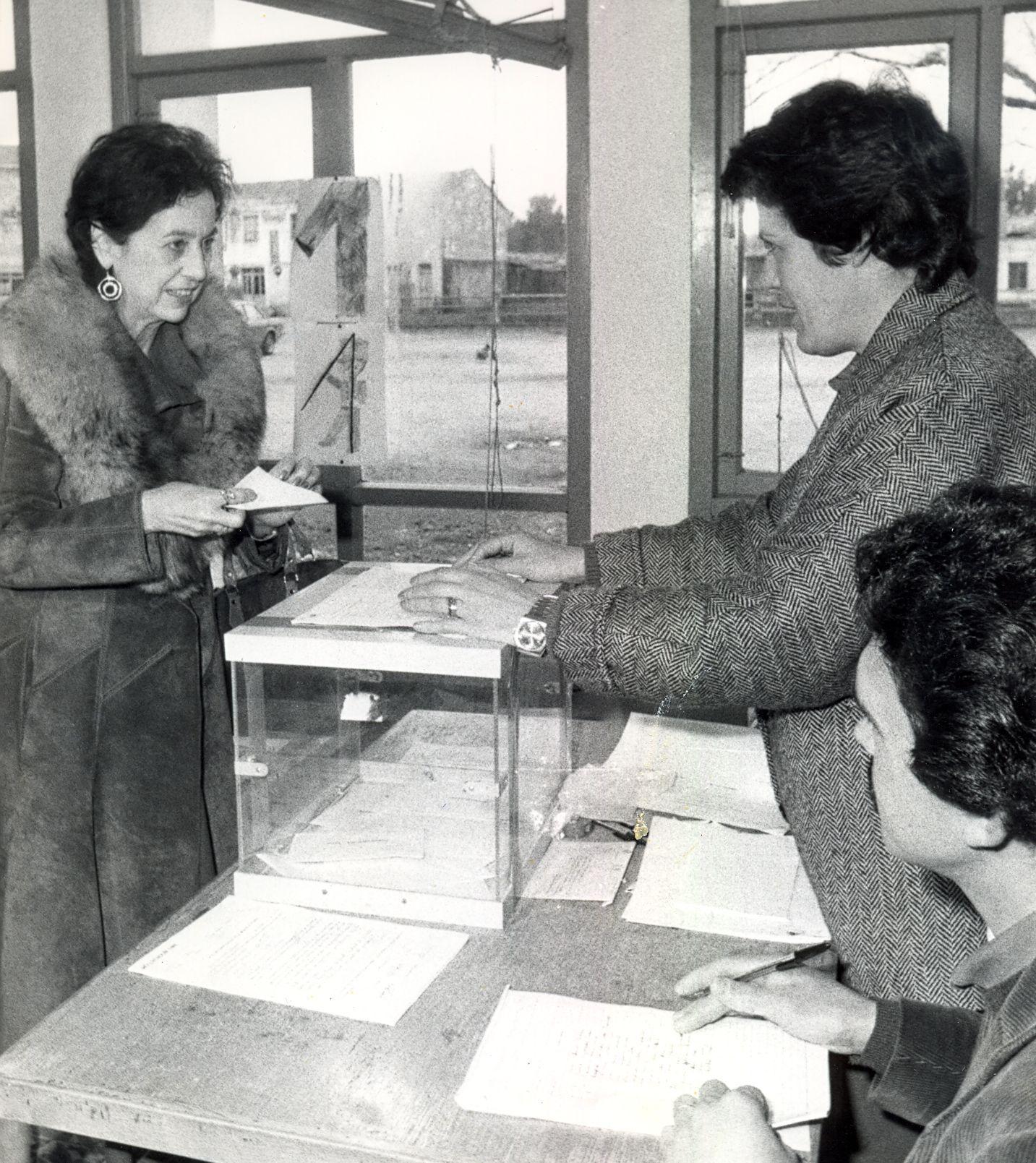 1986 - Votando en Xanceda referendum OTAN - Material cedido por El Correo Gallego.