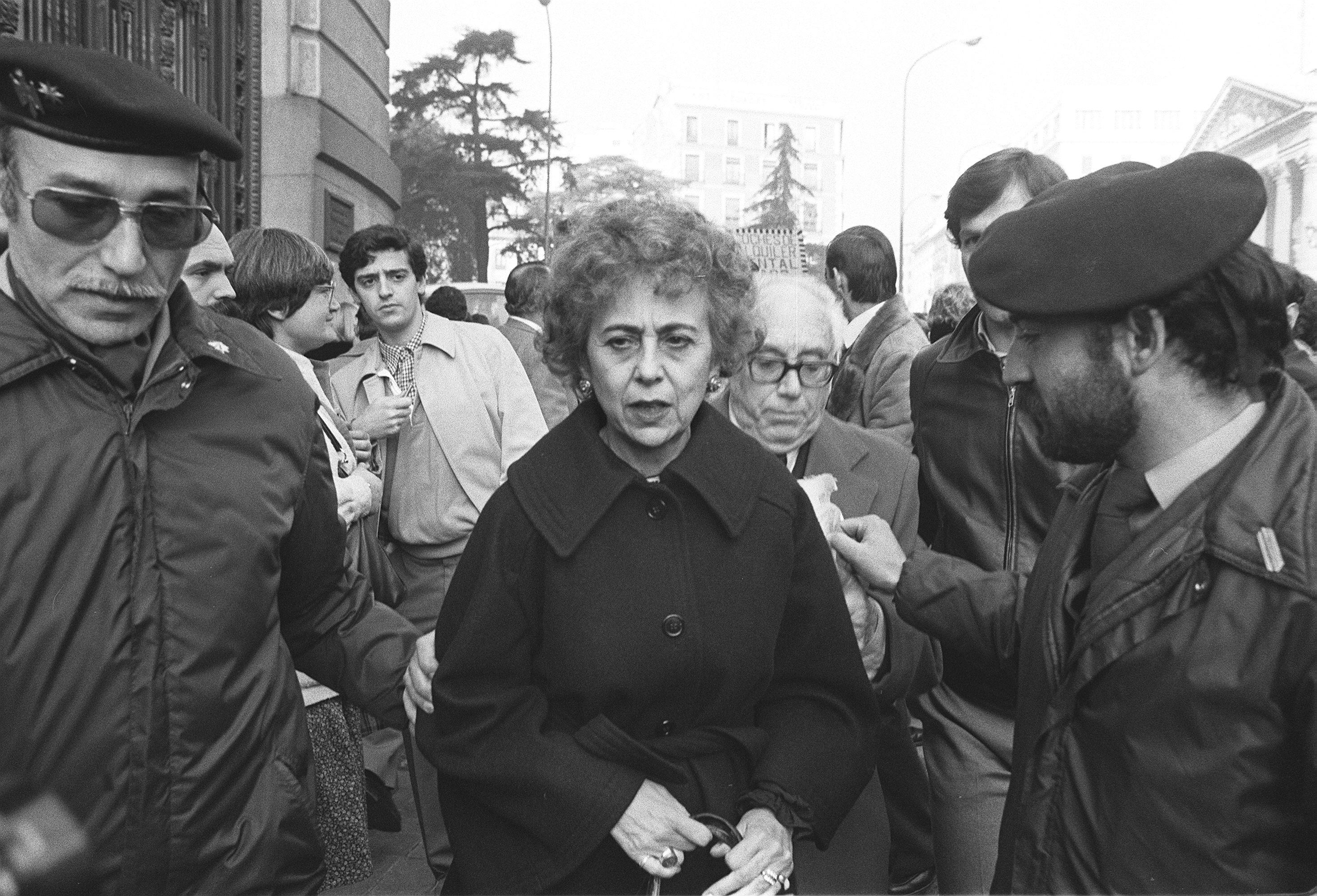 23F - Golpe de Estado (María Victoria, diputada de Alianza Popular, tras abandonar el Palacio del Congreso) - Agencia EFE